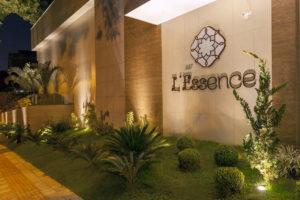 Imagem mostra a entrada do empreendimento L'Essence, da Monterre Construtora.