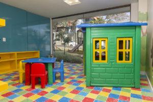 Imagem mostra foto do espaço kids do edifício Le Jardin, da Monterre Construtora.